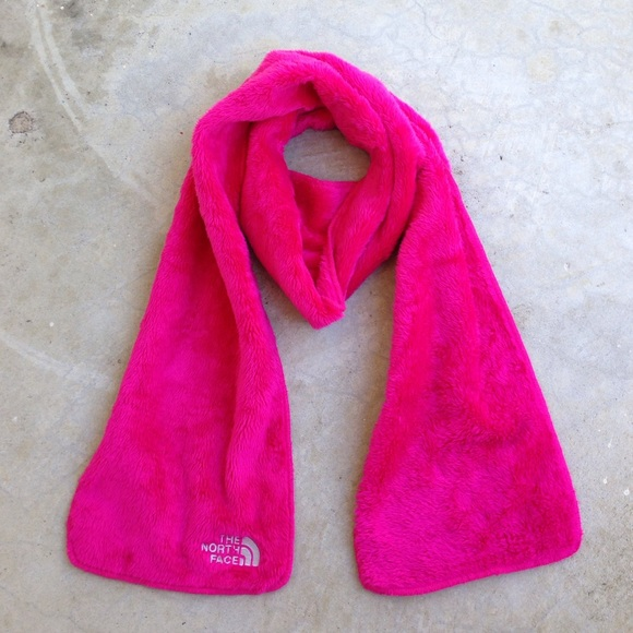 ed1fb1d59c1 The North Face Denali thermal scarf pink. M 56b9fcd85a49d005cd001550. Other  Accessories ...