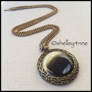 Jewelmint Jewelry - Looking Glass Pendant