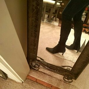 Tahari black stretch boots