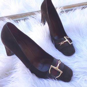 Gucci chocolate brown suede close toed pump