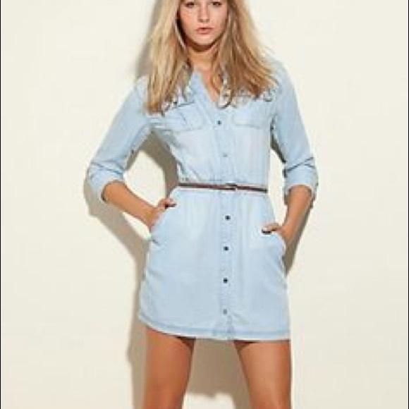 5aff06b5ac Guess Dresses   Skirts - GUESS Denim Shirt Dress 💕