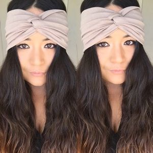 The faux turban in sand