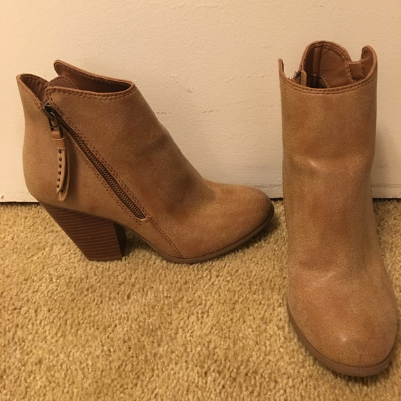 55 american eagle outfitters shoes distressed
