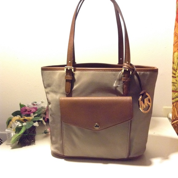 4c5889ab016d 50% off app NWT Michael Kors Jet Set dusk tote bag