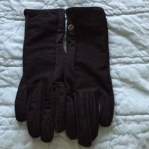 10912cc19 lululemon athletica Accessories - Lululemon Frosty Run Gloves Lace