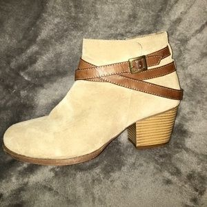 Shoes - Tan booties size 10 great condition