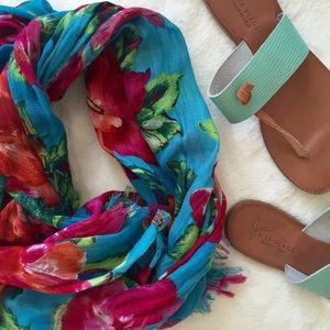Accessories - 🎉HP🎉 Floral Print Scarf