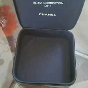 27e02093166e2f CHANEL Makeup - 🎉Only 1 Left 🎉 Chanel hard case makeup bag