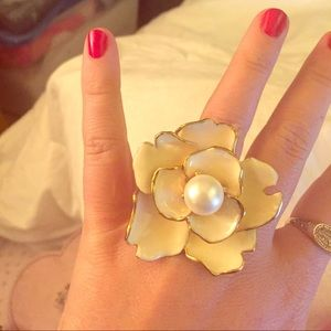 Kenneth Jay Lane Golden Pearly Flower Cocktail Ring 9hw9NXb