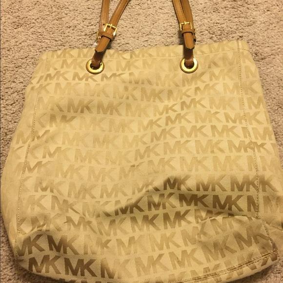 a3103b859781 Michael Kors Cloth Purse. M 56bc0f9278b31caf6d007af6