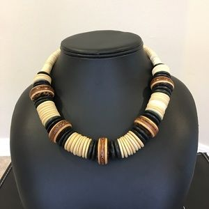 Jewelry - Exotic vintage wood necklace
