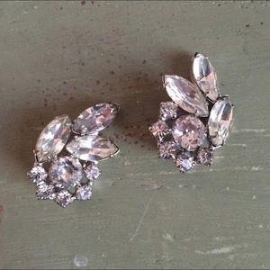 Jewelry - SALE Beautiful vintage clipon earrings