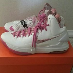 NWB LIMITED EDITION Kevin Durant V Aunt Pearl