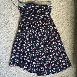 Dresses & Skirts - Floral strapless dress! Size 4!