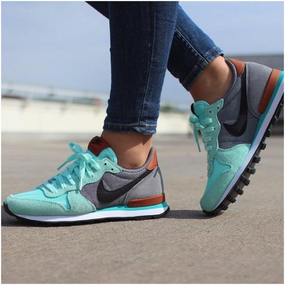 save off e11d3 4085b Nike Artisan Teal Internationalist Sneakers