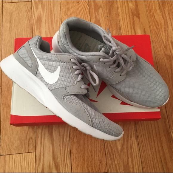 New Nike Kaishi Women Fashion Sneakers Size 6 Color Gray