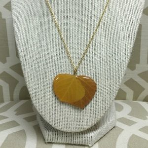 Jewelry - Gold necklace with leaf pendant