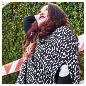 B&W Neoprene Cape