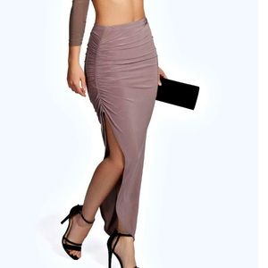 Dresses & Skirts - Closet Clear out💥 Mauve side rouched slit skirt