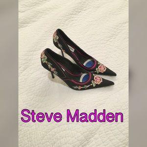 Steve Madden Shoes - Embroidered fabric Steve Madden heels. 6 1/2 B