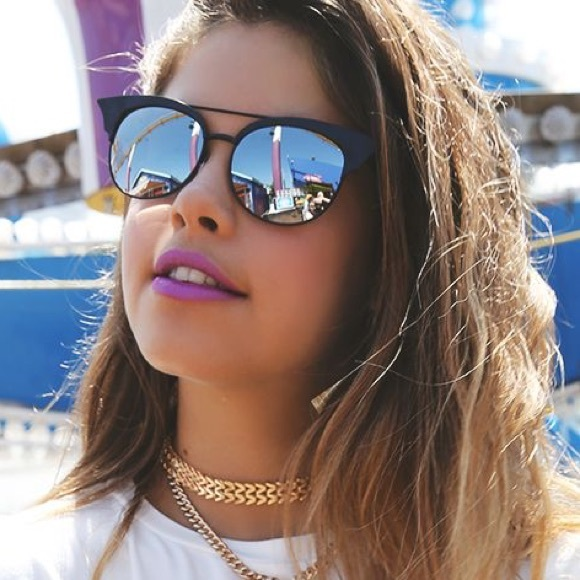 07f082f970 QUAY Black Mirrored ZIG Sunglasses. M 56beb1d15c12f821f50220a7