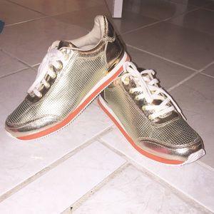 Gold tennis shoes ‼️
