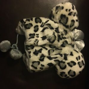 Disneyland Accessories - Disneyland leopard beanie/hat Minnie in grey NWT