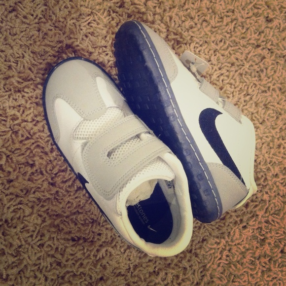 NIKE toddler size 10 shoes