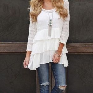 📢SALE📢 Off White Tiered Ruffle Contrast Top