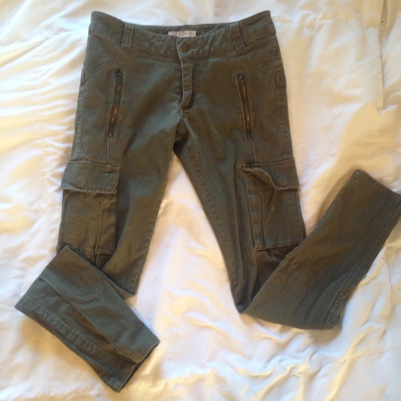 how to orders diversified in packaging sports shoes Cotton on cargo army riding pants skinny jeans