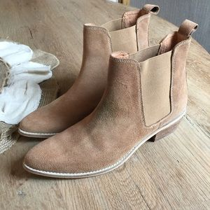 e64a27b03916 Urban Outfitters Shoes - August Pointy Toe Chelsea Bootie