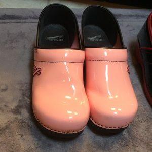 Pink dansko