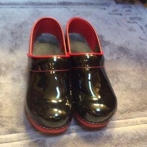 Black sanita clogs with red trim