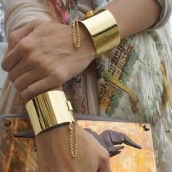Jewelry - 🎉HP💋Bangle. Cuff. Bracelet. Gold (tone).