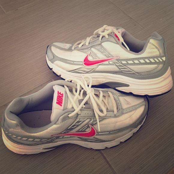 a45cb6a6ab1 Nike Shoes - ⛵️Women s Nike initiator running shoes ...