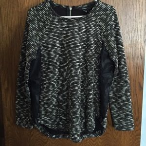 Forever 21 black & white print sweater size large