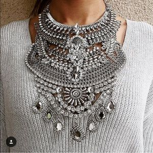 Trumpet Jewels  Jewelry - 🆕 Austrian Crystal Statement Necklace LUXE $35!