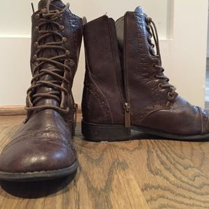 Shoes - Brown like combat boots