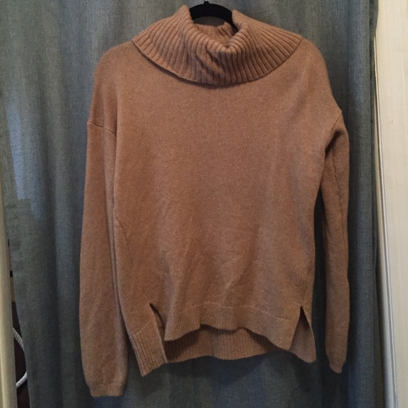 9d255e92716 Gap Camel colored cowl neck sweater
