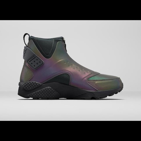 ea5f4f3daec9 Nike Womens Air Huarache Mid Premium Boots. M 56c2109af739bc6ef4005636