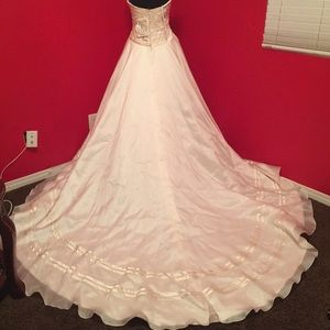 Elegant couture Ivory wedding gown