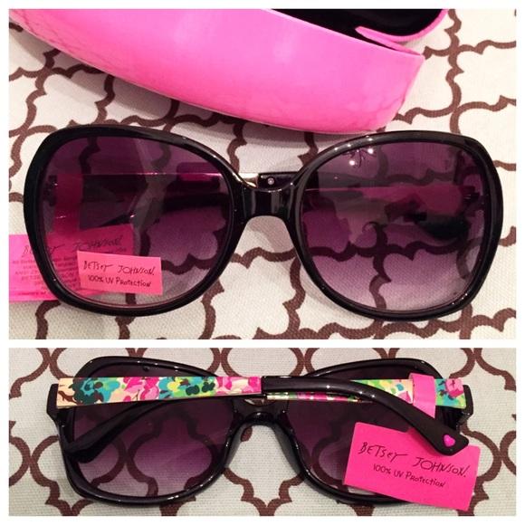 354e156eb5 NWT Betsey Johnson Floral Sunglasses + Case 🎀
