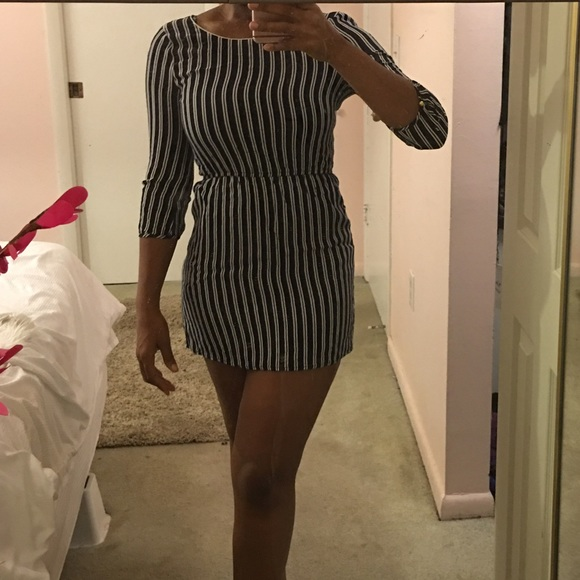 Forever 21 Dresses - Forever 21 long sleeve striped dress (small)