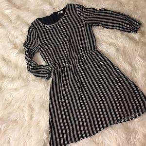 Forever 21 Dresses & Skirts - Forever 21 long sleeve striped dress (small)