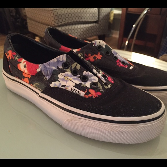 c3ba2c9b9f10d3 Vans Shoes - Van-antic! Size 7 VANS Era Floral Black