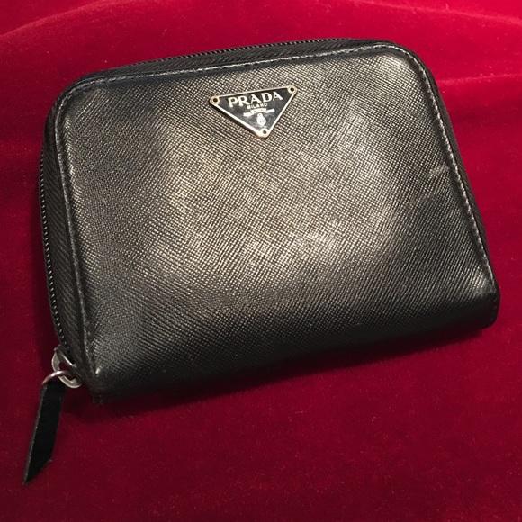 30ad8f63dfb34f Prada Wallet Saffiano BiFold black leather zip. M_56c2963cbcd4a75399077e0d