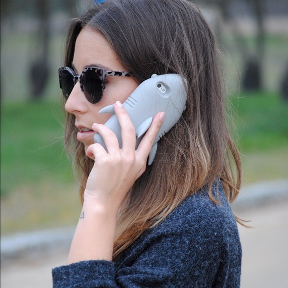 detailed look 9e926 1eb03 Stella McCartney Shark Silicon Iphone 6 Case