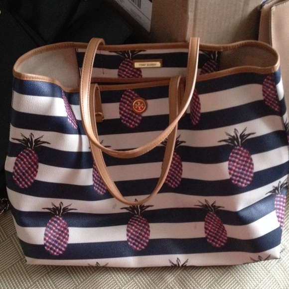 ac37858dbae Tory Burch Large Pineapple Kerrington Tote Bag. M 56c33c63c6c795bde7001a04