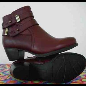 BRAND NEW Naturalizer leather ankle boots