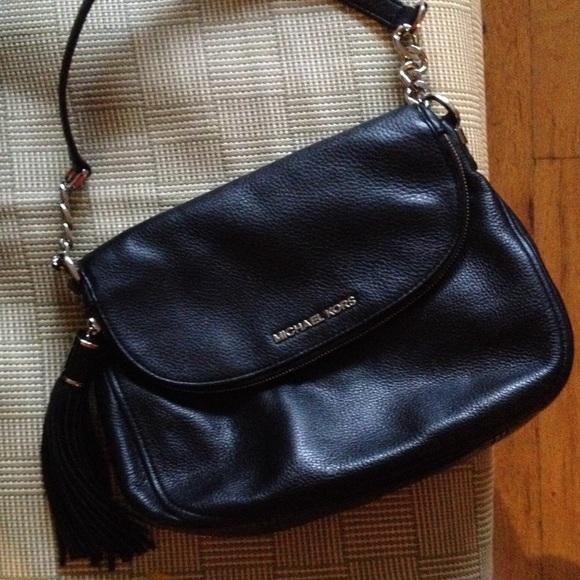 bd5d7064f4e8da Michael Kors Bedford Tassel Bag Black Leather. M_56c37a6e729a666bc90895f1